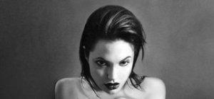 Angelina Jolie'nin siyah-beyaz fotoğrafları satışa çıktı