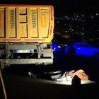 Hafriyat kamyonunun dorsesinin kapağına başı sıkışan şoför öldü