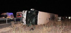 Erzurum'da yolcu otobüsü devrildi: 22 yaralı