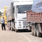 Suriye'de yaşamı, sınır tanımayan kamyoncular ayakta tutuyor
