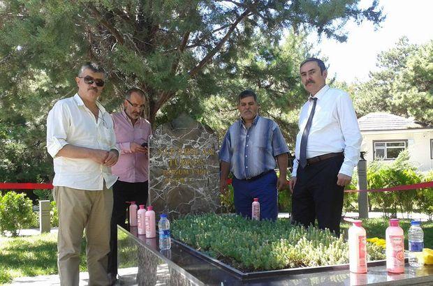 Devlet Bahçeli talimat verdi, Türkeş'in mezarı zemzem ve gül suyuyla yıkandı