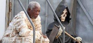 Morgan Freeman mumya kılığına girdi