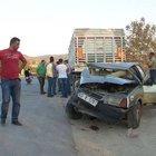 Balıkesir'de otomobil park halindeki TIR'a çarptı: 1 yaralı