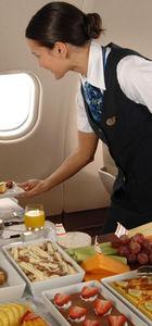 Uçakta fazla bekleyen yolcuya 'yeme-içme' hakkı!