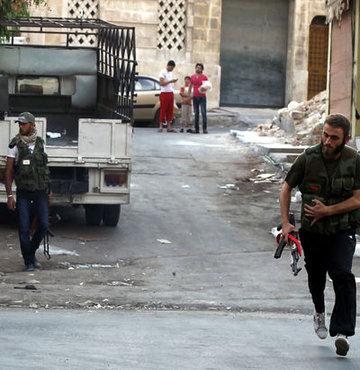 IŞİD ile Suriyeli isyancılar arasında Türkiye sınırına yakın bölgede yaşanan çatışmalarda 47 kişi hayatını kaybetti