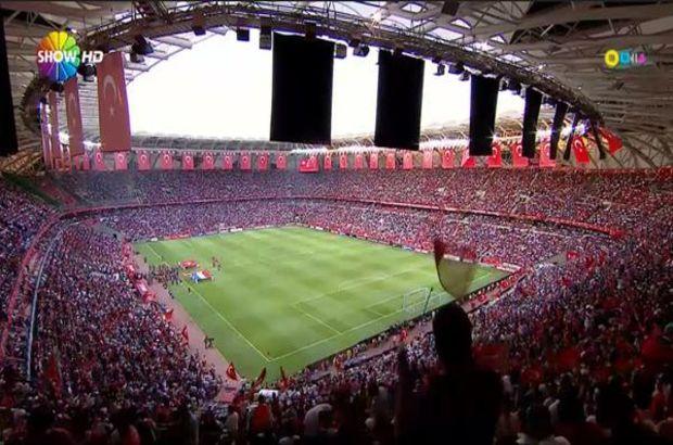 Konya Büyükşehir Torku Arena, Hollanda maçında da kırmızı-beyaz renklerle süslendi
