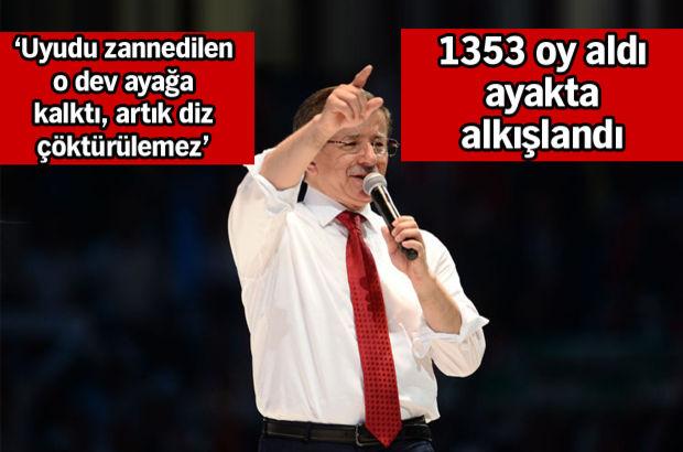Davutoğlu tüm delegelerin oyuyla yeniden genel başkan!