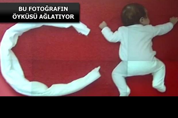 Havlunun hilal, minik bebeğin ise yıldız olduğu bu fotoğraf görenleri hüzne boğdu.