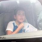 Aydın'da araçta bırakılan çocuğu polis kurtardı