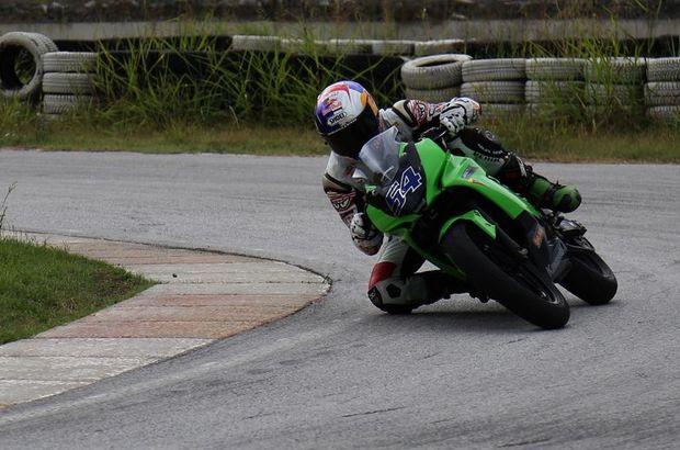 Dünya Supersport Şampiyonası'nın İspanya'da yapılan sezonun 10. etabını, milli motosikletçi Kenan Sofuoğlu kazandı
