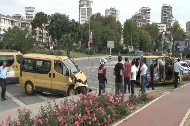 Kadıköy'de iki dolmuş çarpıştı: 3 yaralı