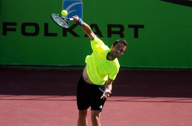 İzmir'de devam eden Folkart İzmir Cup ATP Challenger Tenis Turnuvası'nda 1 numaralı seribaşı Marsel İlhan, çeyrek finalde Mirza Basic'e elendi