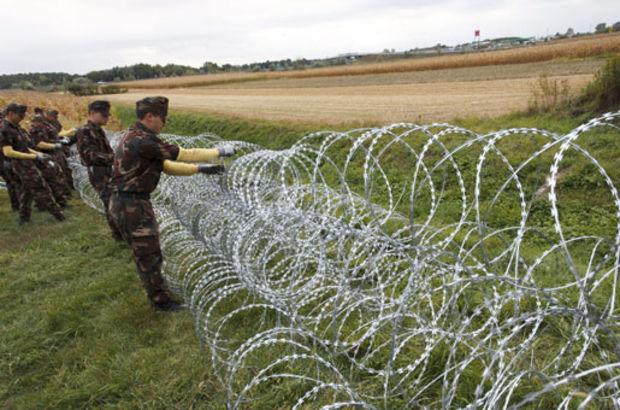 Macaristan sınıra tel örgü çekiyor