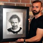 Cem Yılmaz'ın portresini çizip kanıyla imza attı
