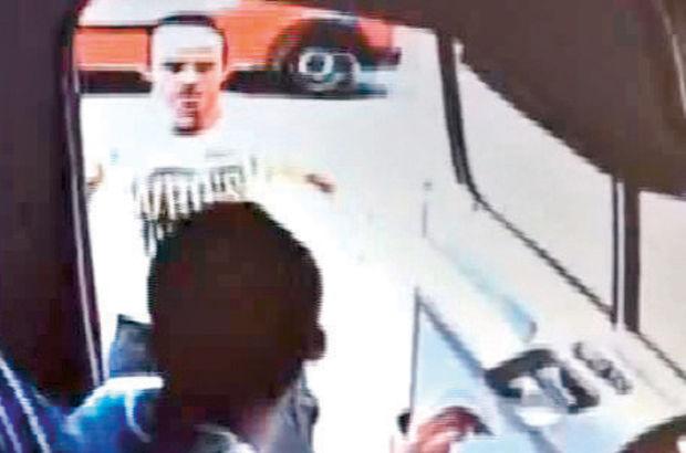 Şoförü bıçaklı saldırgandan yolcu kurtardı