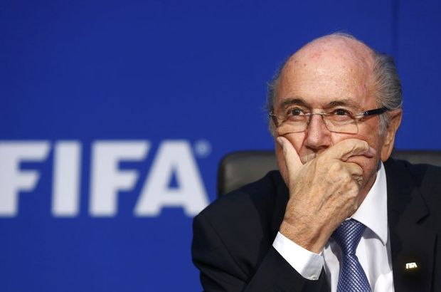 İsviçre Başsavcılığı'nın hakkında soruşturma başlattığı FIFA Başkanı Sepp Blatter flaş bir karar verdi