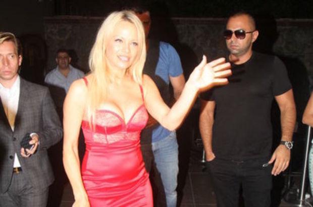 Pamela Anderson'dan 'Yalan Dünya'