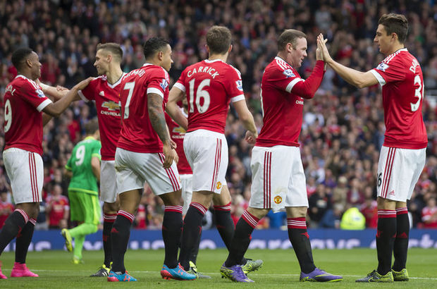 Manchester United 110 hafta sonra lider