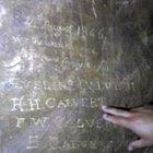 Calvert ailesi adını mağaraya kazımış