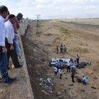 Muş'ta otomobil şarampole yuvarlandı: 1 ölü, 1 yaralı