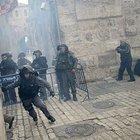 Yasağa itiraz eden Filistinliye İsrail polisinden yumruk
