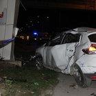 Otomobil durakta bekleyen çifte çarptı: 1 ölü, 3 yaralı