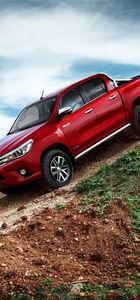Toyota Hilux 8'inci jenerasyonda meydan okumuş