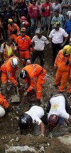Toprak kaymasında 56 ölü