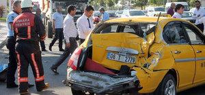 Ankara'da hafriyat kamyonu otobüse çarptı