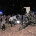 İki minibüs kafa kafaya çarpıştı: 2 ölü, 12 yaralı