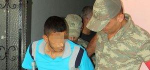 Askerden hava değişimine geldi, polise molotof attı
