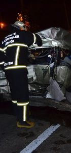 Otomobil TIR'la çarpıştı: 2 ölü