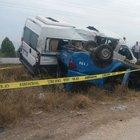 Askeri araç ile minibüs çarpıştı: 2'si asker 12 yaralı