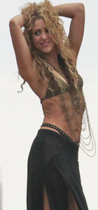 Shakira bomba gibi döndü
