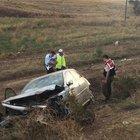 Çorum'da otomobilin tarlaya devrilmesi sonucu 1 kişi öldü 2 kişi yaralandı