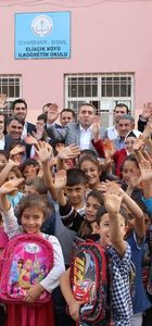 Ak Parti topladığı yardımları Diaybakır'daki öğrencilere ulaştırdı