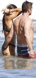 Gerard Butler ile Morgan Brown'ın aşk tatili
