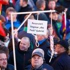Merkel için idam sehpası kurdular