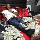 50 Cent servetini gösterdi!