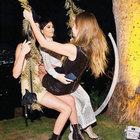 Cara Delevingne'ın kankaları Kylie ve Kendall Jenner'la salıncak keyfi