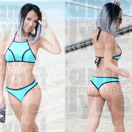 Mavi bikinili Lisa