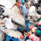 Pakistan'da 4 katlı fabrika çöktü