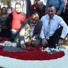50 bin karanfille Türk Bayrağı