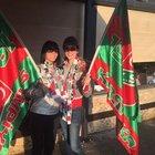 Hande Yener ve Yıldız Çağrı Atiksoy galibiyeti Karşıyaka sokaklarında kutladılar!
