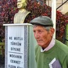 Köy meydanına Atatürk büstü