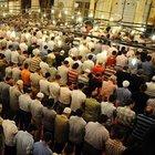 Sultangazi'de İmam, namaz kıldırırken bıçaklandı