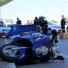 Motosikletli polis, kamyonun altında kalarak can verdi