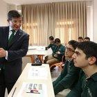 Başbakan Ahmet Davutoğlu öğrencilere ders verdi
