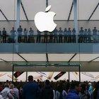 Apple Store'a samuray kılıcıyla daldı!