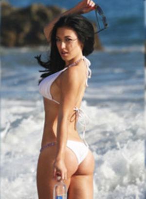 Beyaz bikinili Stefanie